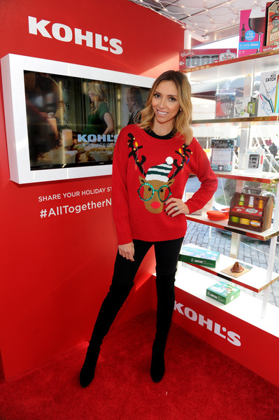 Celebrities In Ugly Christmas Sweaters 1510618865