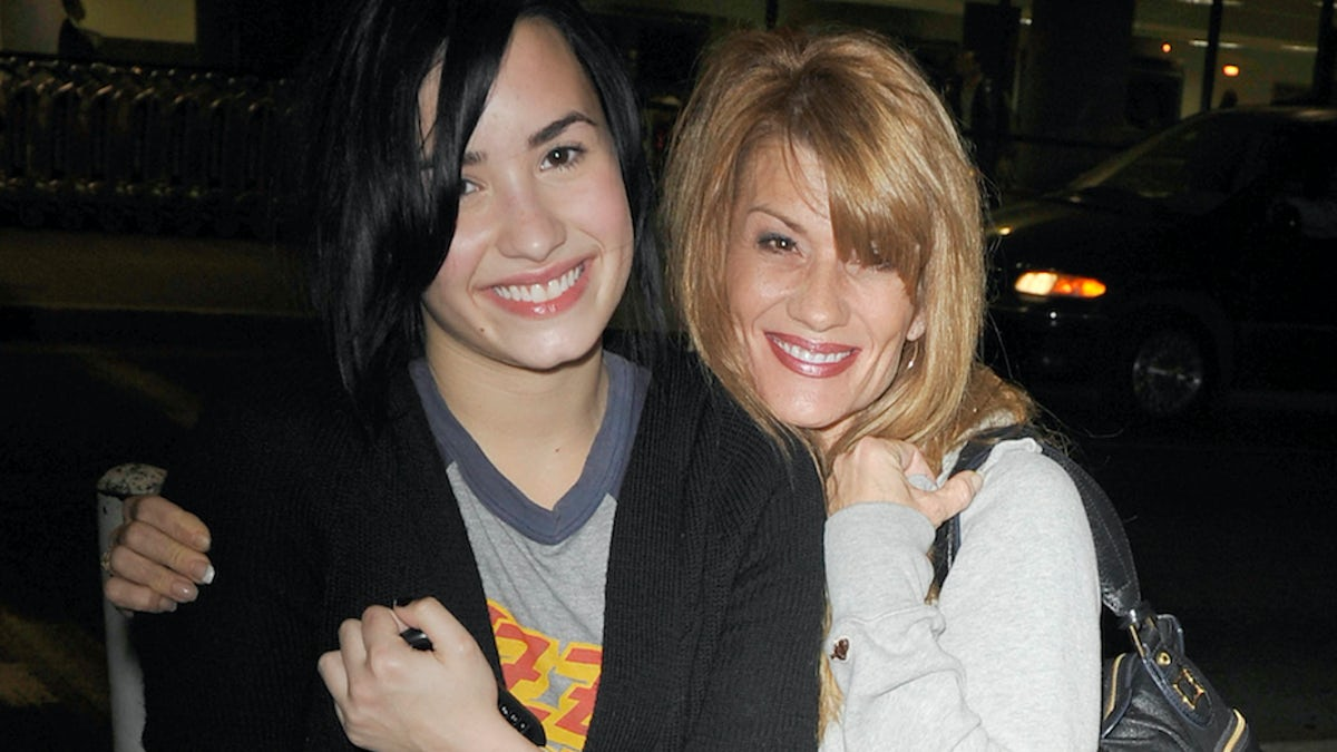 Demi Lovato#8217;s Mom Opens Up About Her Daughter#8217;s Scary Overdose